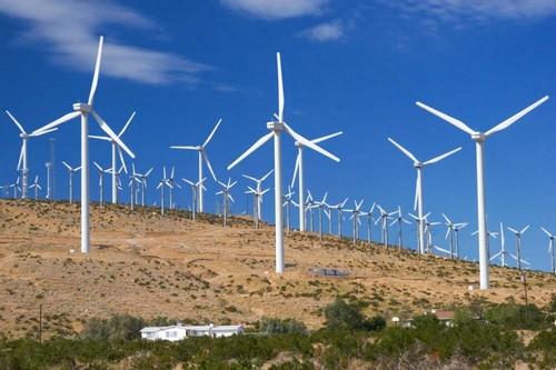 Ветряная станция в поле