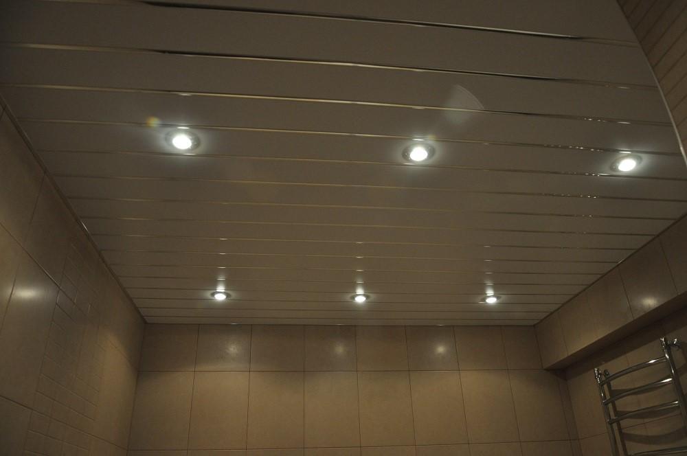 Использование точечных светильников при освещении ванной комнаты