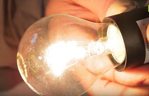 Отремонтировали лампочку своими руками